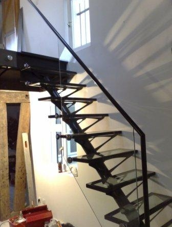 Creation originale escalier design verre