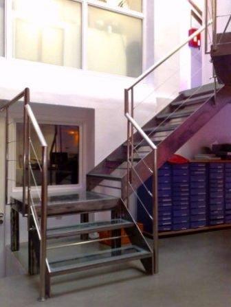 Escalier metallique design tournant verre - Escalier metallique design ...
