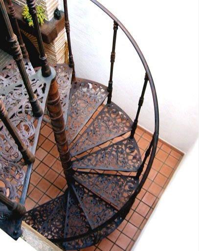 Création et Design d\'Escaliers Hélicoïdaux